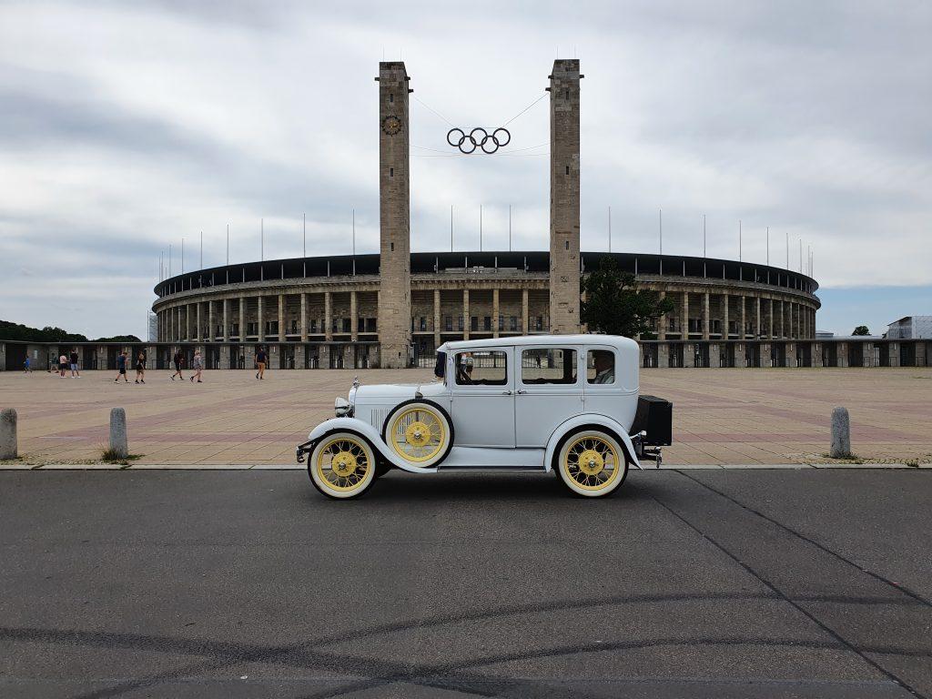 brautlimousine auf stadtrundfahrt am olympiastadion berlin